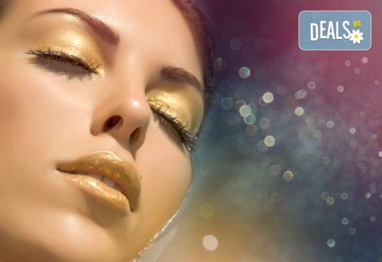 Подарете красота и младост! Антиейдж терапия в три фази: RF лифтинг на лице и деколте, мануален масаж и маска за лице със злато или колаген в луксозния СПА център Senses Massage & Recreation! - Снимка 3