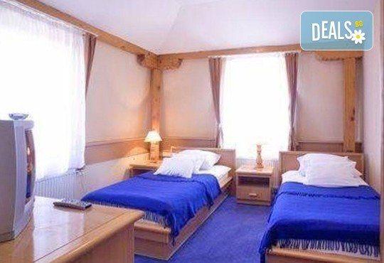 Отпразнувайте 3-ти март в хотел Panorama Lux, Ниш! 2 нощувки с 2 закуски и 2 празнични вечери със звездното участие на Марио Китич! - Снимка 2