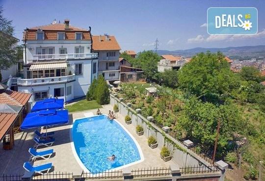 Отпразнувайте 3-ти март в хотел Panorama Lux, Ниш! 2 нощувки с 2 закуски и 2 празнични вечери със звездното участие на Марио Китич! - Снимка 1