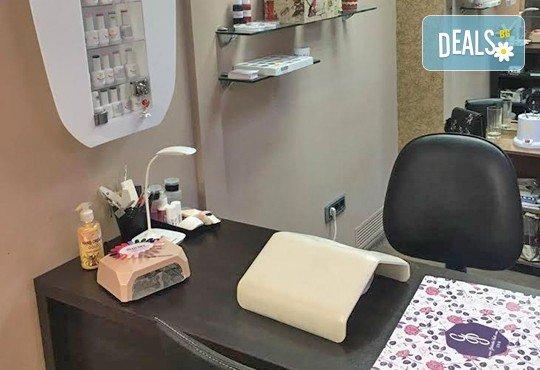 Внесете настроение и цвят с маникюр с гел лак Bluesky с две декорации и безплатно сваляне на стар гел лак в салон Cacao Sun! - Снимка 7