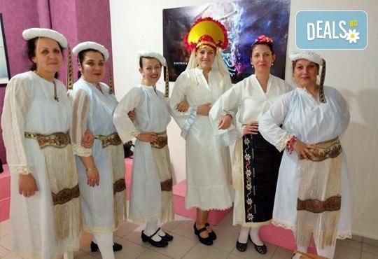 Раздвижете се в ритъма на българското хоро! 2 или 4 посещения на занимания по народни танци в клуб Вишана! - Снимка 2