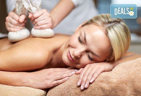 Релаксирайте с 40-минутен лечебен масаж на гръб с топли билкови торбички, етерично масло от лайка, мента или жен шен и зонотерапия в Chocolate studio! - Снимка 1