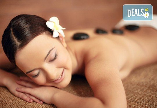 Релакс! Лечебен масаж на гръб с вулканични камъни, женшен, портокал, бадемово масло и зонотерапия на ръце и длани за един или за двама в Chocolate studio! - Снимка 4