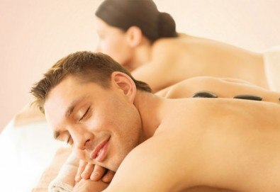 Релакс! Лечебен масаж на гръб с вулканични камъни, женшен, портокал, бадемово масло и зонотерапия на ръце и длани за един или за двама в Chocolate studio! - Снимка