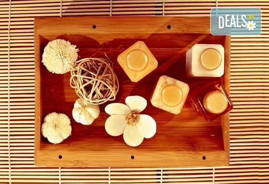 Релакс! Лечебен масаж на гръб с вулканични камъни, женшен, портокал, бадемово масло и зонотерапия на ръце и длани за един или за двама в Chocolate studio! - Снимка 2