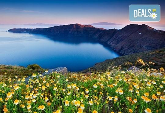 Слънчева почивка на вулканичния о. Санторини! 4 нощувки със закуски, транспорт и водач от Еко Тур! - Снимка 3