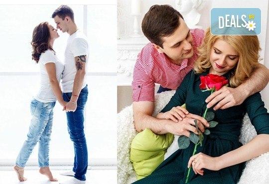 Незабравим Ден на влюбените! Подарете романтична фотосесия с неограничен брой кадри и с 20 обработени кадъра на открито от Olimpea Photography! - Снимка 1