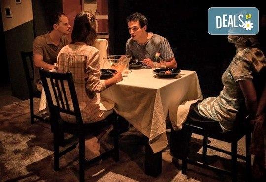 """Вечер на елегантния хумор! Гледайте ИЗВЪН ЗЕМНО в Театър """"Възраждане"""" на 10.02. от 19ч, билет за един! - Снимка 3"""