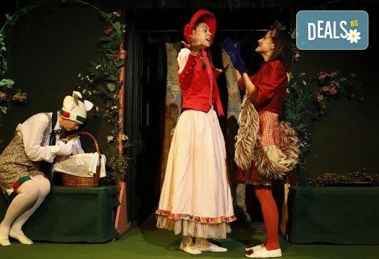 Театър за деца! Заповядайте на Червената шапчица в театър ''Възраждане на 11.02. от 11ч. или от 12.30ч, с билет за един! - Снимка 1
