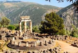 Април или септември в Гърция: 3 нощувки със закуски, транспорт и екскурзовод