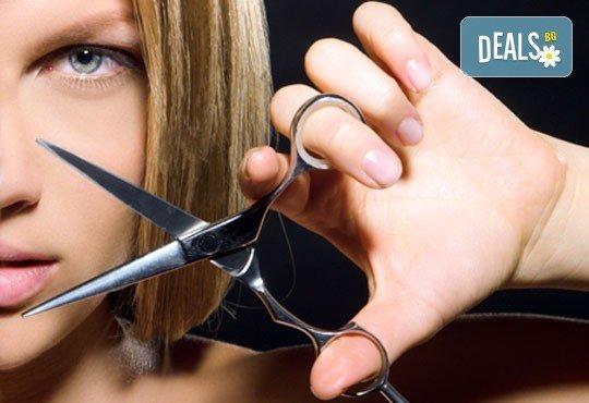 Високоефективна терапия за коса на Medavita с инфрачервена преса в 5 стъпки, подстригване и подсушаване в салон Flowers 2 в кв. Хаджи Димитър! - Снимка 2