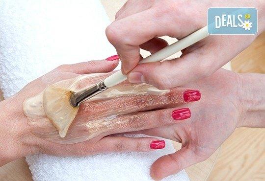 Дълбоко хидратираща парафинова терапия за ръце, класически/френски маникюр с гел лак Cuccio и 2 красиви декорации за завършек на перфектната Ви визия от салон Make Trix в Белите брези! - Снимка 1