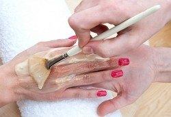 Дълбоко хидратираща парафинова терапия за ръце, класически/френски маникюр с гел лак Cuccio и 2 красиви декорации за завършек на перфектната Ви визия от салон Make Trix в Белите брези! - Снимка