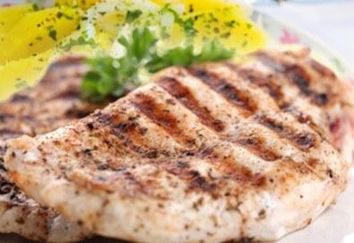 Хапнете вкусно и изгодно в сръбски ресторант Зафо пилешка пържола и картофена салата, приготвени по традиционна рецепта! - Снимка