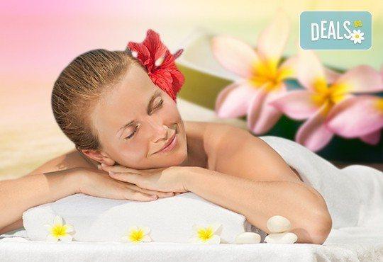 Максимален релакс със 150-минутен SPA-MIX: хавайски ломи-ломи масаж на цяло тяло, Hot Stone терапия, меден масаж на лице и йонна детоксикация - Снимка 1