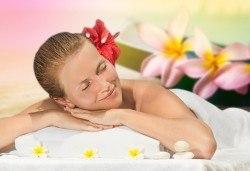 Максимален релакс със 150-минутен SPA-MIX: хавайски ломи-ломи масаж на цяло тяло, Hot Stone терапия, меден масаж на лице и йонна детоксикация - Снимка