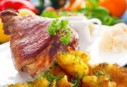 1 килограм свински джолан със сос и картофи соте от сръбски ресторант Зафо