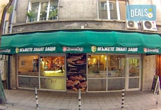 Страхотен вкус на страхотна цена! 1 килограм свински джолан със сос и картофи соте от сръбски ресторант Зафо - Снимка 2