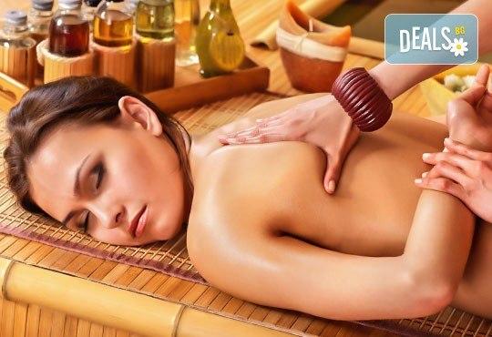70-минутна наслада за тялото и сетивата с масаж, съчетан с ароматерапия, и бонус: рефлексотерапия и масаж на стъпала и длани в RG Style! - Снимка 2