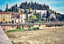 Екскурзия до Италия в началото на май с Амадеус 7! 5 нощувки със закуски в хотел 3*, транспорт и програма във Венеция, Верона, Бари, Алберобело - Снимка