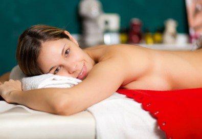 60-минутен релаксиращ масаж на цяло тяло, включващ релаксиращ масаж на стъпалата в RG Style! - Снимка