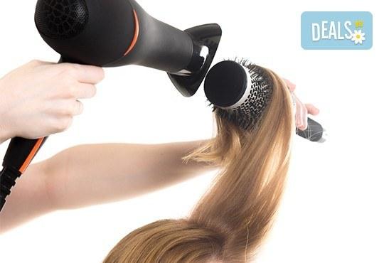 Подстригване на връхчета, дълбоко регенерираща терапия за коса с каулинова глина за плътност и здравина и прав сешоар в Козметично студио Beauty! - Снимка 3