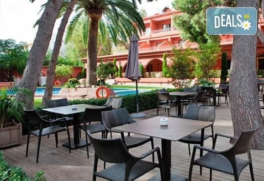На море в Испания в период по избор, с Darlin Travel! 8 дни, 7 нощувки в Intur Oringe 4*, пълен пансион, самолетен билет, летищни такси и трансфери - Снимка 9