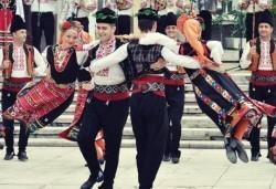 В ритъма на българския танц! 8 посещения за начинаещи в клуб по народни танци Фолклор БГ в Пловдив - Снимка