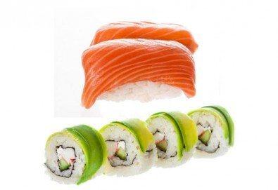 Вкусът на Изтока! Суши сет HAYABUSA с 96 броя суши хапки със сьомга, риба тон, авокадо, нори, манго и сирене Philadelphia от Sushi King! - Снимка