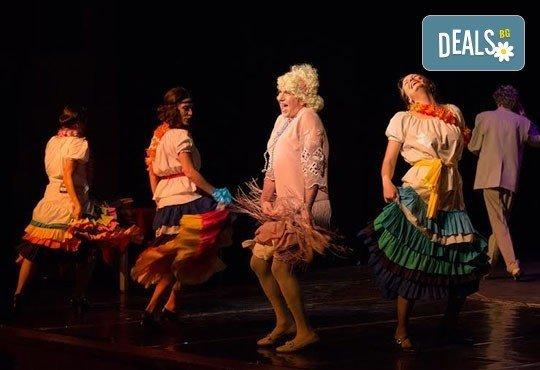 """Една от най-страхотните комедии! На 28.02. от 19.00 ч. в Младежки театър - """"Някои го предпочитат..."""" , билет за един, места балкон - Снимка 5"""