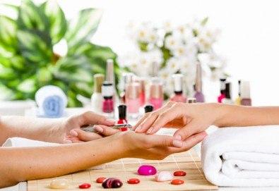 За по-здрави и красиви нокти! Заздравяване с UV гел върху естествен нокът от студио за красота Фантастико - Снимка