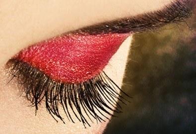 Приковаващ поглед! Удължаване и сгъстяване на мигли чрез поставяне на снопчета от студио Фантастико - Снимка