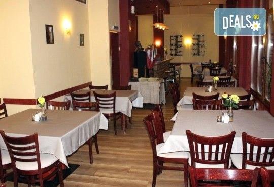 Романтичен 8-ми март! Тристепенно меню RED или Каприз на специална празнична цена в Ресторант Сан Мартин! - Снимка 3