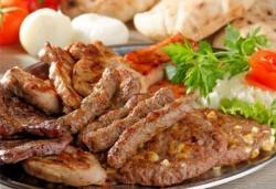 Скара за четирима! Над един килограм мешена скара, печени зеленчуци и един литър вино Каберне Совиньон или Шардоне от ресторант Сан Мартин! - Снимка