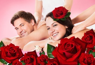 Подарък за 8-ми март! Луксозен арома масаж за двама с цвят от рози в Спа център Senses Massage & Recreation! - Снимка