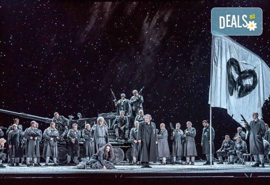 """Ексклузивно в Кино Арена! """"Трубадур"""" от Джузепе Верди, постановка на Давид Бьош на сцената на Кралската опера, на 1, 4 и 5 март в страната! - Снимка 4"""