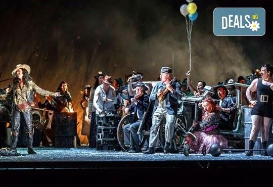 """Ексклузивно в Кино Арена! """"Трубадур"""" от Джузепе Верди, постановка на Давид Бьош на сцената на Кралската опера, на 1, 4 и 5 март в страната! - Снимка 5"""