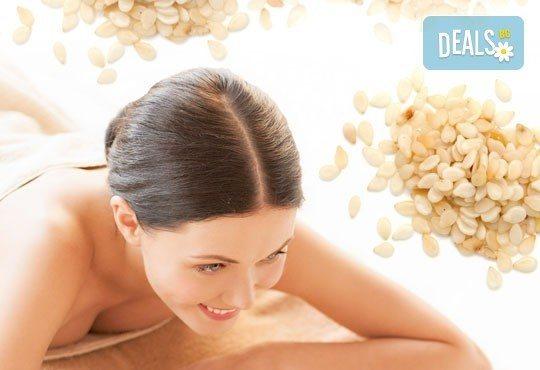 Дълбок лечебен масаж на цяло тяло със сусамово масло, богато на калций, цинк, витамини А, B1 и Е и зонотерапия в Спа център Senses Massage & Recreation! - Снимка 1
