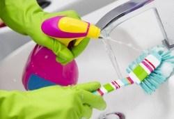 Измиване и дезинфекциране на санитарни помещения от QUICKCLEAN