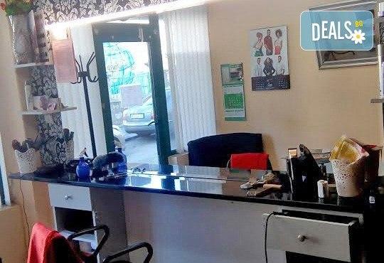 Възстановяваща терапия за изтощенa коса, масажно измиване, фрикция с ампула, маска, подстригване и оформяне със сешоар в студио Чар! - Снимка 5