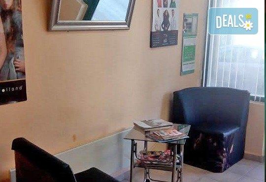 Възстановяваща терапия за изтощенa коса, масажно измиване, фрикция с ампула, маска, подстригване и оформяне със сешоар в студио Чар! - Снимка 6