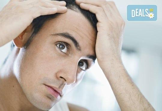 Терапия за мъже против косопад или пърхот с възстановяващи шампоан и ампула и подстригване в студио Чар! - Снимка 1