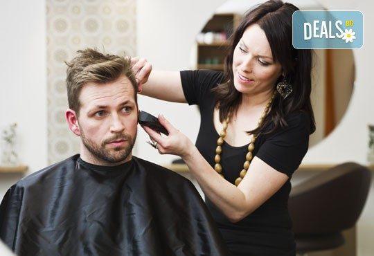 Терапия за мъже против косопад или пърхот с възстановяващи шампоан и ампула и подстригване в студио Чар! - Снимка 2