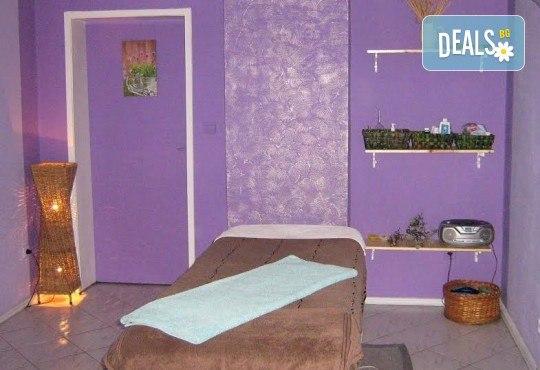80 минути релакс! Болкоуспокояващ шиацу масаж на цяло тяло с билкови масла, масаж на глава и рефлексотерапия от масажно студио Frictio! - Снимка 5