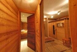 Борова инфраред сауна, релакс зона, масаж и билково килимче в Senses Massage & Recreation