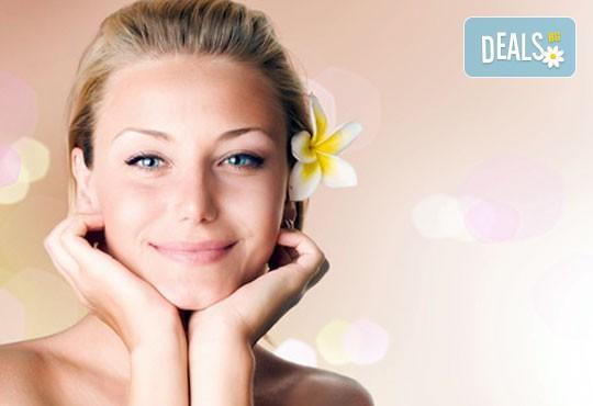 Терапия за лице по избор - антиейдж, хидратираща, подхранваща или кислородна с професионална козметика Glory, масаж на лице и бонус почистване на вежди в салон за красота Perfect! - Снимка 3