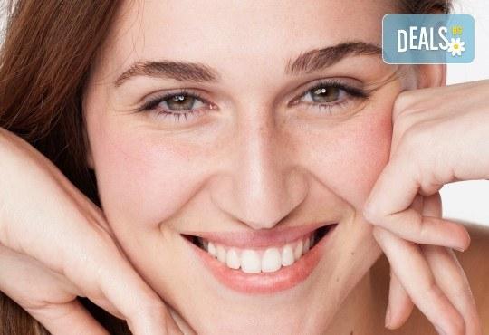 Терапия за лице по избор - антиейдж, хидратираща, подхранваща или кислородна с професионална козметика Glory, масаж на лице и бонус почистване на вежди в салон за красота Perfect! - Снимка 1
