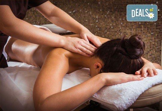 Дълбокотъканен, болкоуспокояващ масаж на гръб и козметичен масаж на лице с професионална козметика Glory в салон за красота Perfect! - Снимка 1