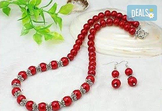 Направете стилен подарък за предстоящия празник! Комплект от колие и обеци от червени перли от www.krasivibijuta.com! - Снимка 1