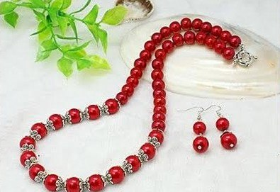 Направете стилен подарък за предстоящия празник! Комплект от колие и обеци от червени перли от www.krasivibijuta.com! - Снимка